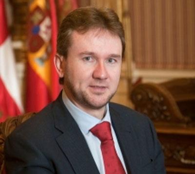 Cariñoso saludo del alcalde de Burgos a AISS