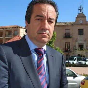 El alcalde de Arévalo invita a AISS a las fiestas de la localidad