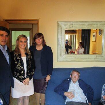 El alcalde de Alcorcón, David Pérez, y la concejal de Salud, Susana Mozo, visitan AISS